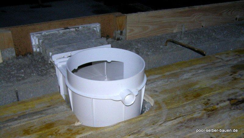 schwimmbad mit schalsteinen betonieren pool selber. Black Bedroom Furniture Sets. Home Design Ideas